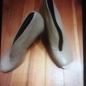 Levity women shoes New with out box